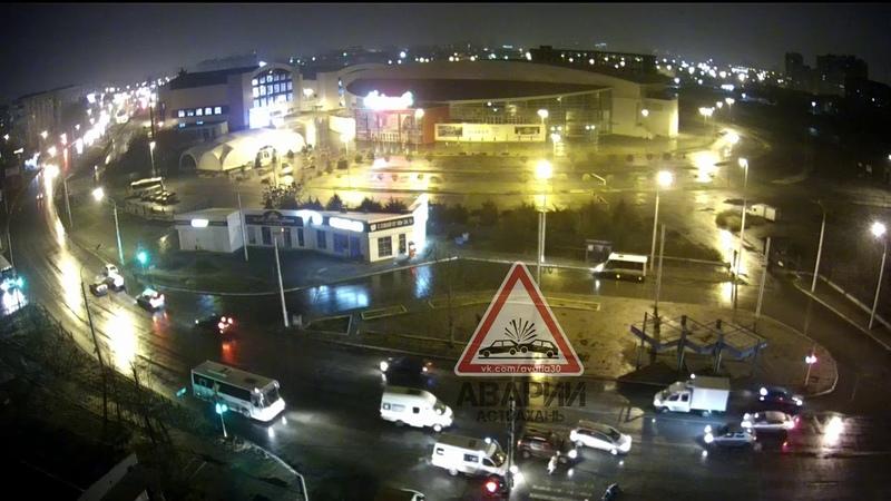 Таксист на Лада Калина гоняется за пешеходом