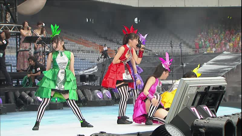 Momoiro Clover Z - DNA Kyoushikyoku (World Summer Dive 2013)