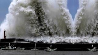 Crazy Typhoon JEBI in Osaka, Japan (Sept 4, 2018)