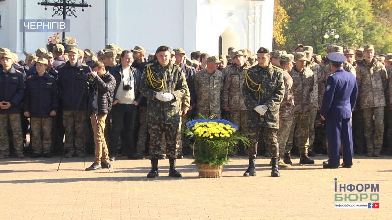Служити на вірність Україні у Чернігові урочисто провели призовників