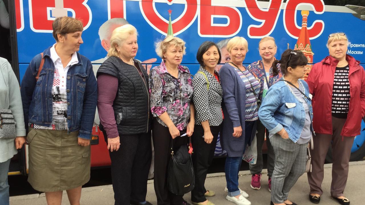 Участники проекта «Московское долголетие» из Кузьминок прокатились на «Добром автобусе»