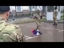Чеченские и грузинские бойцы вытирают ноги о флаг России возле посольства РФ в Киеве