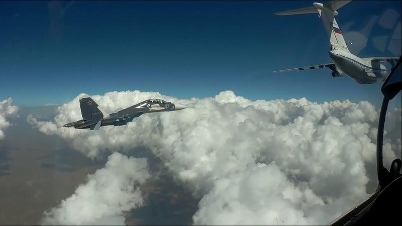Российские лётчики отработали дозаправку в небе над Средиземным морем