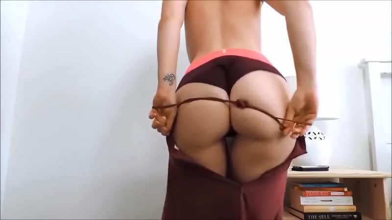 Очень сексуальная девушка танцует и в конце видео снимает трусики