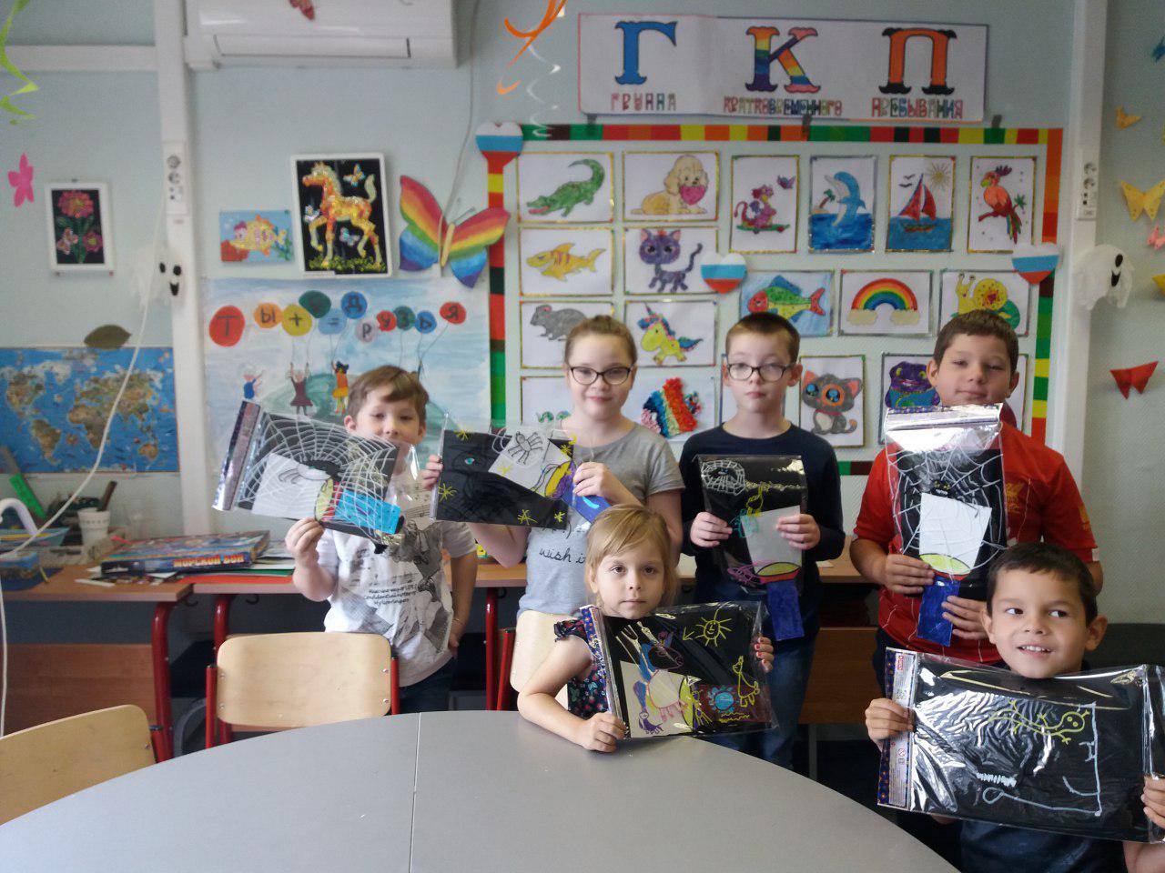 Юные посетители филиала семейного центра на 1-й Вольской изготовили чудо-фонарики
