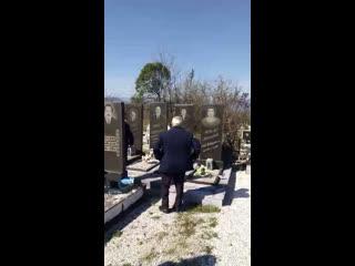Талыши пришли на могилу Новрузали Мамедова