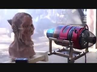 Что будет, если поднести лицо к реактивному двигателю 😱