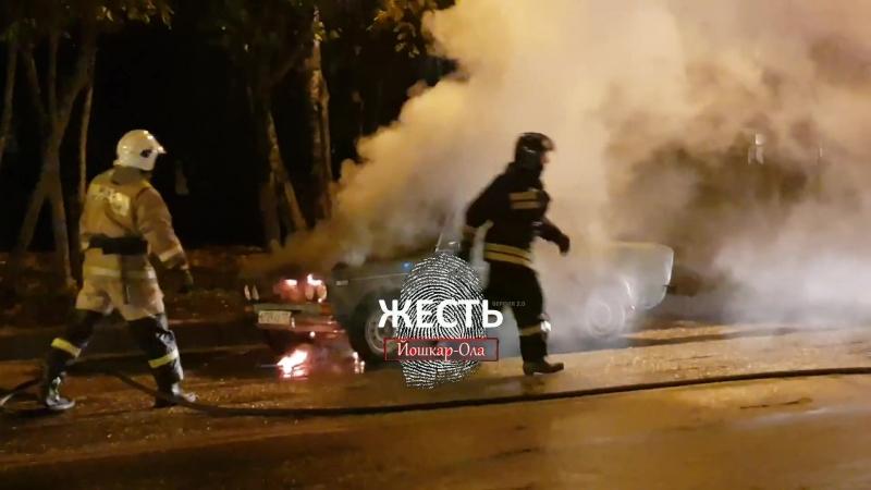 🔥 На перекрёстке у «Арены» загорелась машина