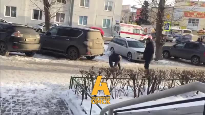 Омск Район Ленинского рынка у дома ул Серова 26