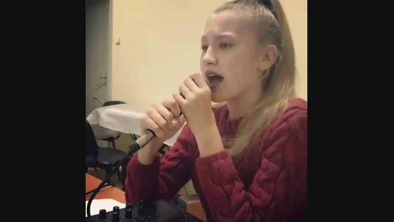 Урок вокала с талантливой Сашей Вокальная Студия MusicLife г Черновцы