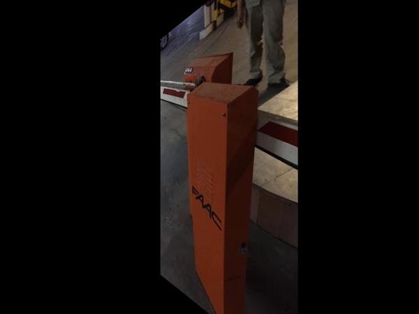Lắp barrier cho hầm xe tòa nhà, barie FAAC hàng Italia cần gập, cần thẳng