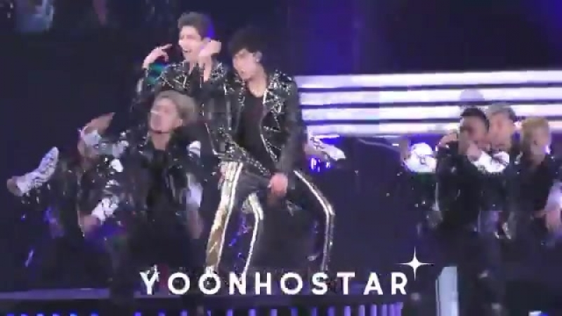 Omg changmin is sooo damn freaking hot first time seeing him for trigger and wow to see him go full out on those moves like t