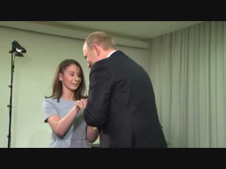 «Вы очень красивый»: Путин дал интервью незрячей девочке