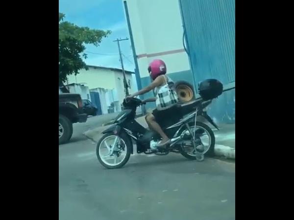 A mulher que descobriu um jeito de nunca cair da moto