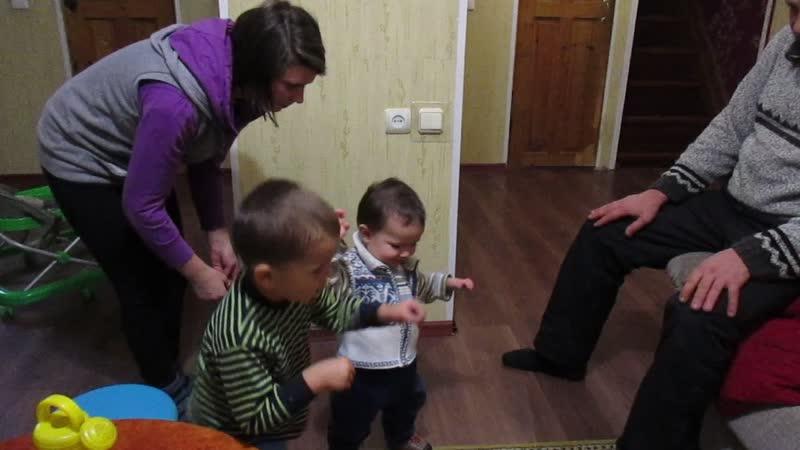 6 декабря 2018. Сегодня в нашем доме большой праздник: Дёмочка сделал первые шаги!