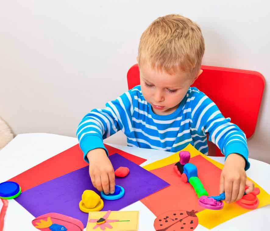 Арт-терапия может помочь аутичным детям улучшить коммуникативные навыки и использовать свое воображение
