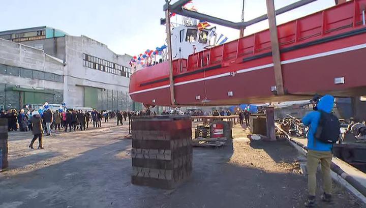 Вести.Ru: В Приморье спущена на воду незаменимая баржа Камчатка