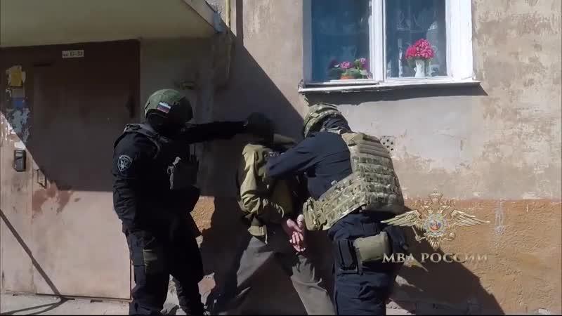 Полиция, ФСБ и ОМОН задержали продавца взрывчатых веществ