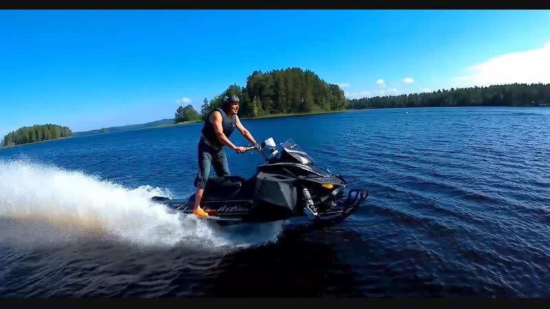 Чумовое видео - гонки по воде на снегоходе Будни горячего финского парня Янне Невалайнена