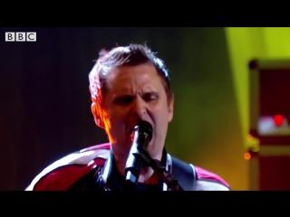 Muse return with Pressure on Later. with Jools Holland телешоу Джулса Холланда, Лондон, Великобритания.