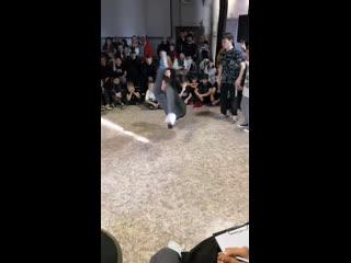 Live: HIP-HOP Dance School