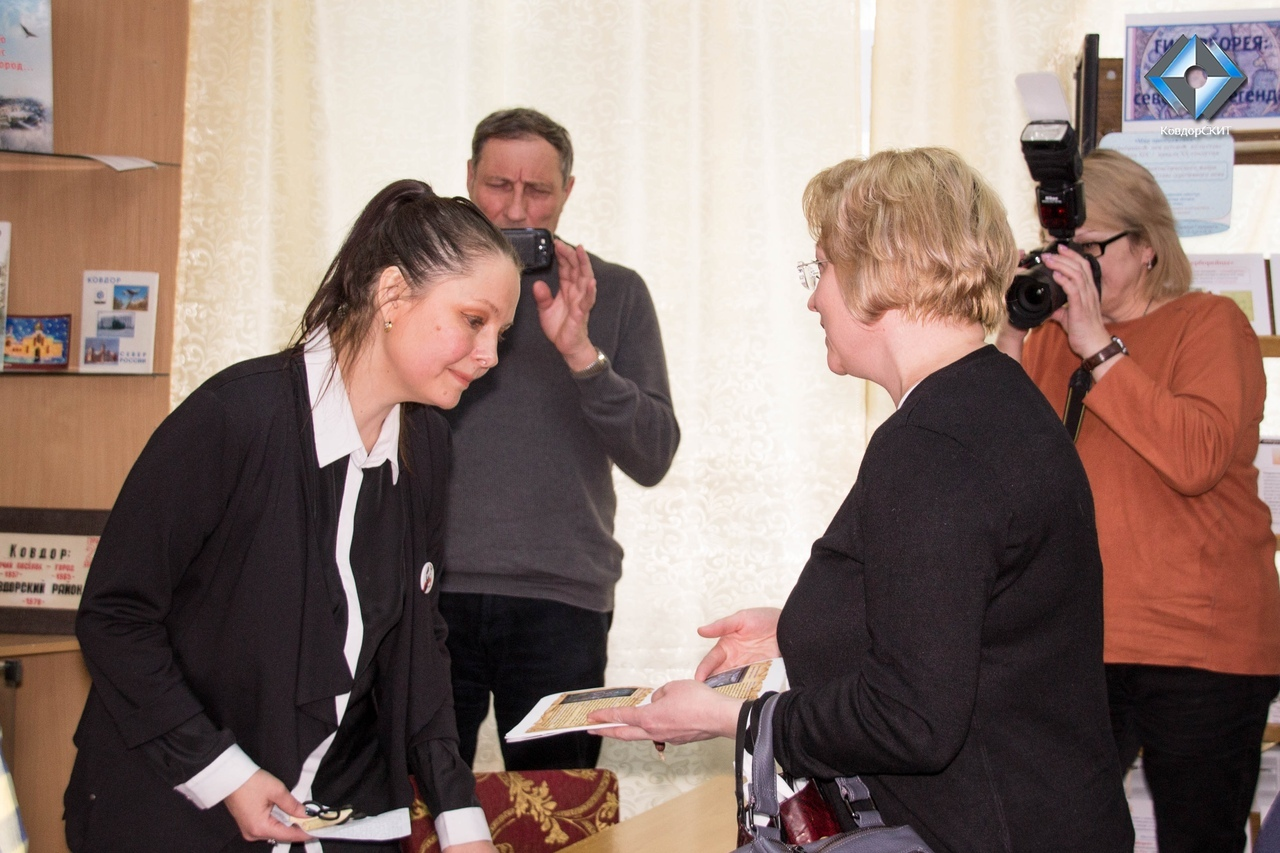В центральной библиотеке Ковдора прошла встреча Натальи Кулагиной с жителями города.