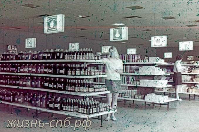 Литовская ССР. г. Каунас. В магазине самообслуживания.