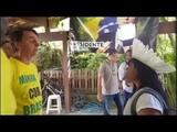 Bolsonaro fala com indígenas do Xingu.