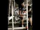Начинаем выходной с тяжёлой тренировкой груди и ног. На этом видео 6 подход.  Разминка:20*10,50*8,80*6,110*4,140*2,170*2. 200*5