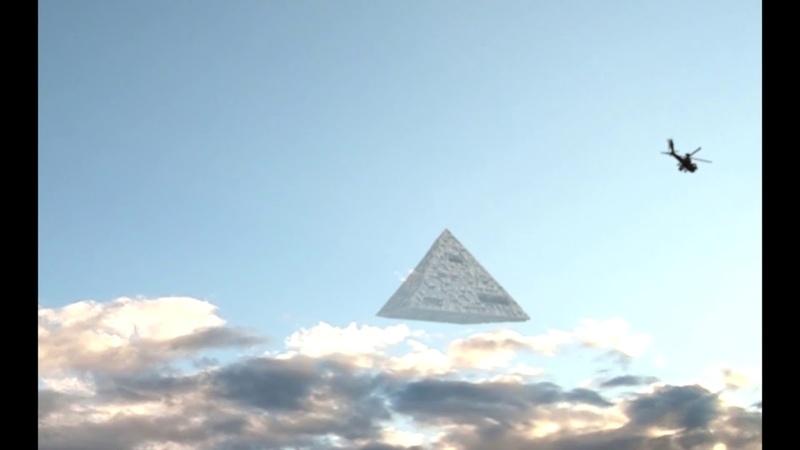 В КИТАЕ огромное нло пирамида сбила военный вертолет