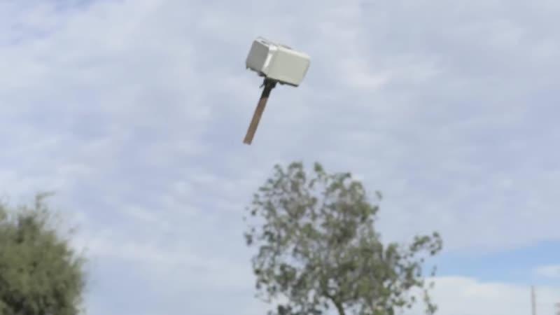 Мьёльнир, которым можно управлять в воздухе
