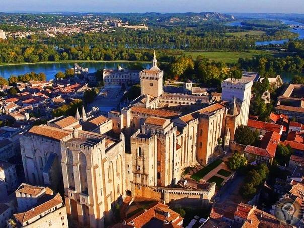 Интересные города Франции, которые стоит посетить 1. Лилль Лилль станет очень выгодной и интересной находкой для путешественников незабываемый французский шарм, высокая кухня и изысканная