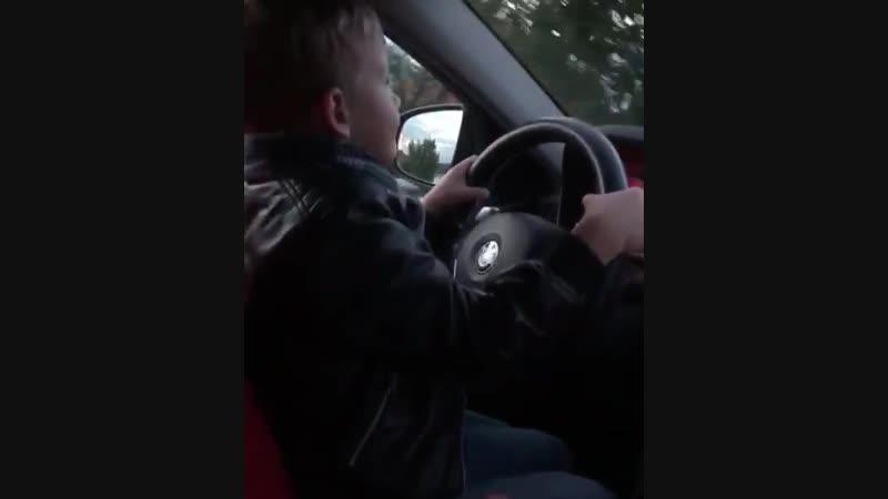 В Калининградской области мужчина посадил ребенка за руль
