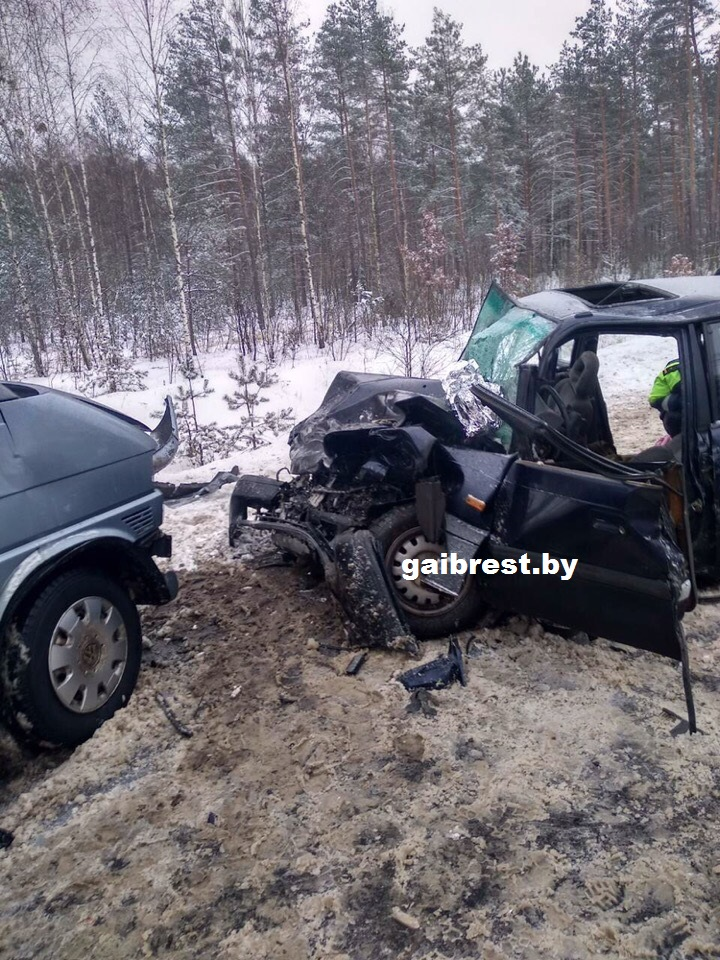 Ивацевичский район: в результате лобового столкновения пострадали три человека