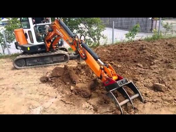 Minibagger mit Roderechen Burglengenfeld Humus Erde auflockern