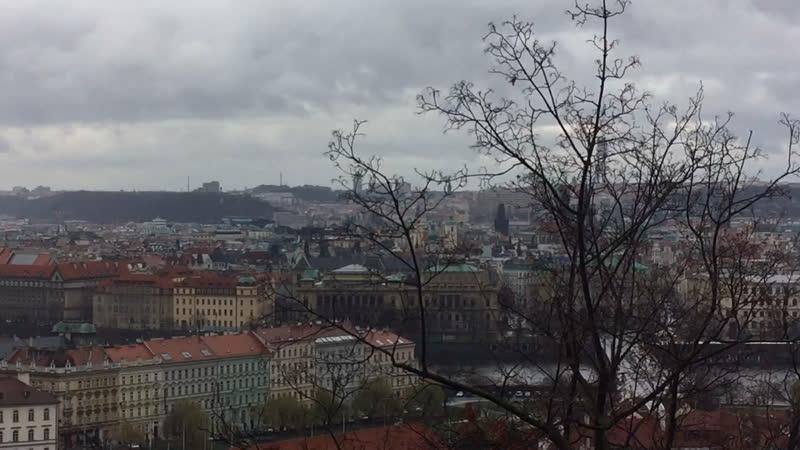 Вид на Прагу с балкона дворца