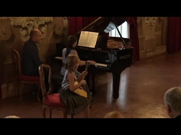 Анастасия Тюрина (7 лет) и Александра Довгань (10 лет)