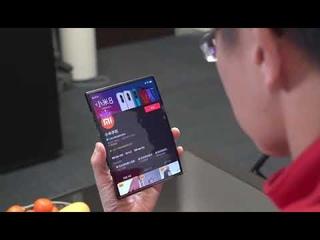 Компания Xiaomi показала прототип гибкого смартфона.