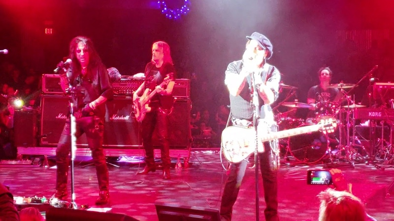 Hollywood Vampires - Heroes -at the Celebrity Theater in Phoenix AZ on 12/8/18
