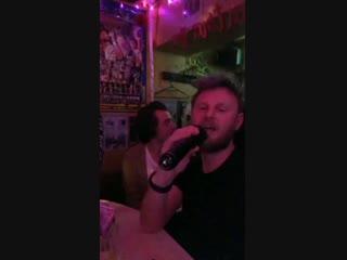 Harry singing I Have Nothing on karaoke at a club in Tokyo, Japan - February 2 via bobbyberk.mp4