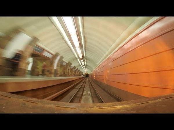 Как поезд метро оборачивается на конечной