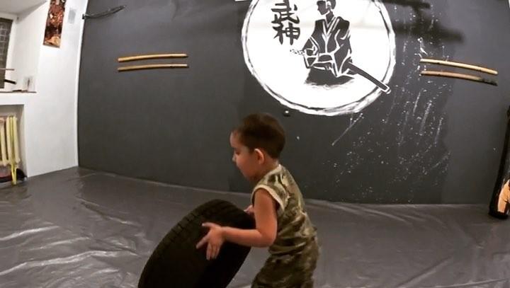"""🉐 КЛУБ БОЕВЫХ ИСКУССТВ В УФЕ on Instagram: """"Функциональная тренировка для детей. Развивает все группы мышц ребёнка, силу, ловкость и выносливость💪🏻..."""