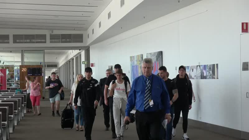 Дебби, Джош, Тайлер и Дженна в аэропорту Аделаиды (11 декабря, 2018).