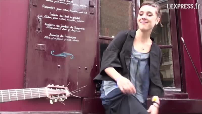 Zaz à Montmartre Les passants