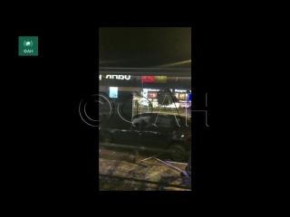 Машина протаранила остановку на Новом Арбате: ФАН публикует видео с места ЧП