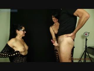 Alexandra wett дрочит член мужику до сильного выстрела спермы (handjob,huge cumshot,orgasm,jerking,кончает,эякуляция,мастурбация