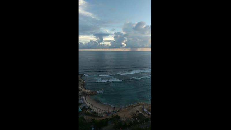 Pantai Melasti Bali