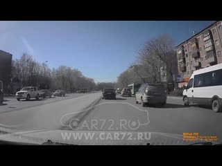 BMW У 715 МА 72RUS умышленно и нагло дважды объезжает другие автомобили