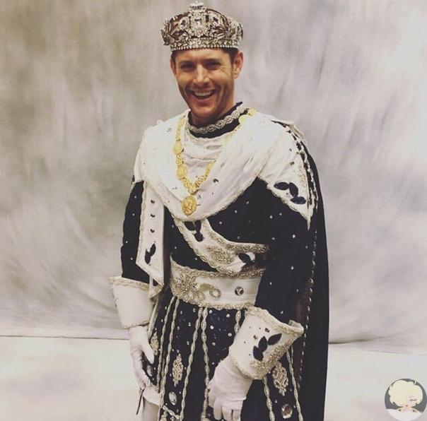 Дженсен Эклз исполнил роль 51-го Короля Бахуса Новоорлеанский Марди Гра прославился на весь мир как один из самых масштабных и красочных карнавалов в мире. Из года в год Богом Виноделия были