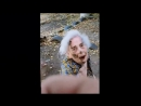 18 Мужчина избивает бабушку пенсионерку посреди улицы средь бела дня. Драка / Жесть!